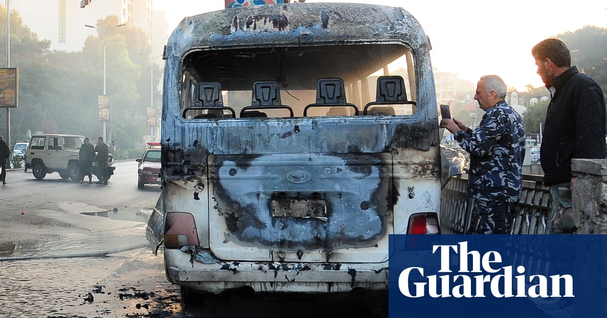 Bomb attack on army bus in Damascus leaves 14 dead