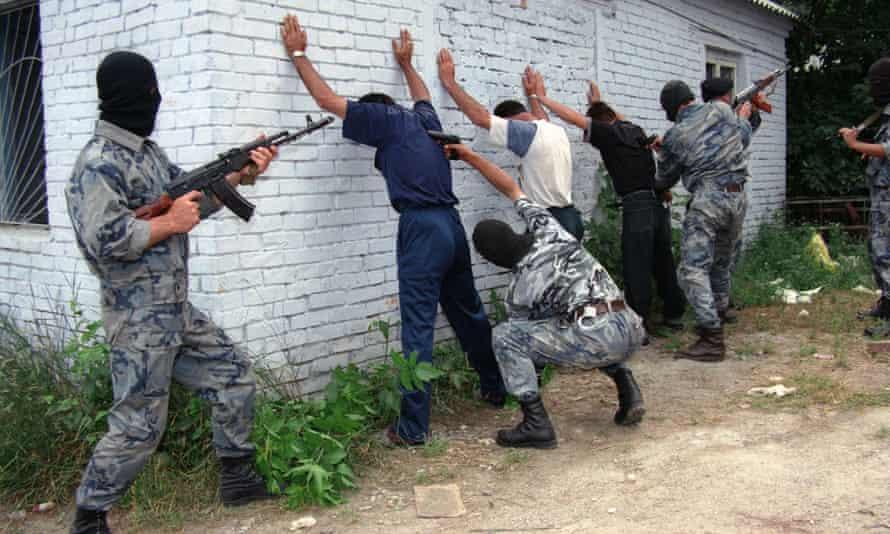 Grozny. Chechnya. Russia. Chechnya special purpose police unit soldiers inspecting in Zavodskoy district. Photo ITAR-TASS / Sergei Velichkin . . . /-/<br>CX2B2H Grozny. Chechnya. Russia. Chechnya special purpose police unit soldiers inspecting in Zavodskoy district. Photo ITAR-TASS / Sergei Velichkin . . . /-/