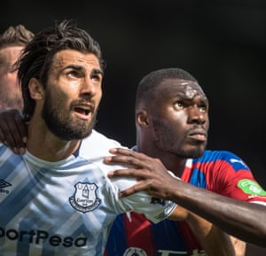 Crystal Palace's Christian Benteke, right, and André Gomes, left, keep an eye on the ball during the goalless draw at Selhurst Park. Everton have drawn their opening game in six of the last seven Premier League campaigns. However, this is the first time they've began with a goalless scoreline since 1998-99.