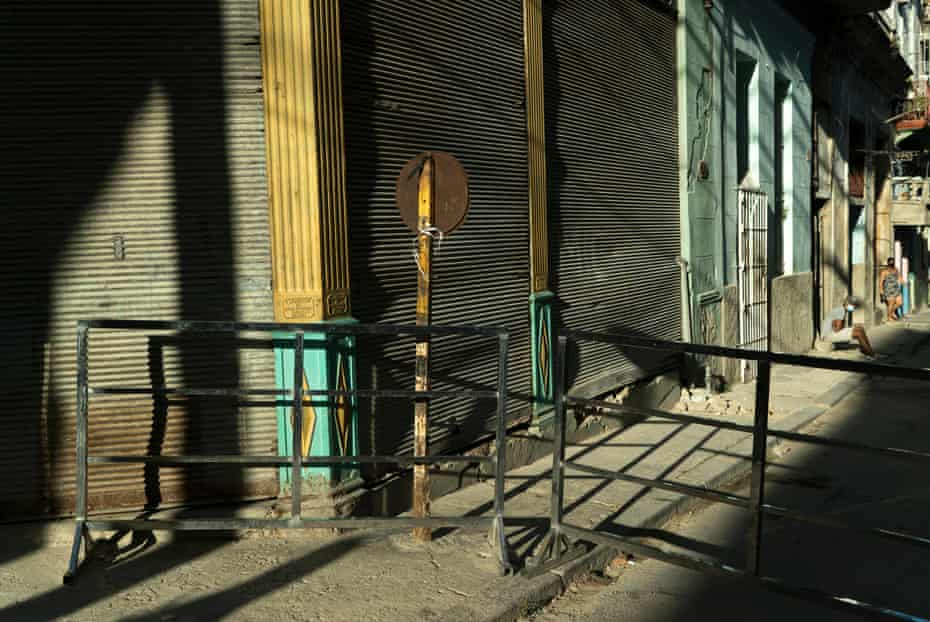 Entry is barred to quarantined blocks in Los Sitios neighbourhood
