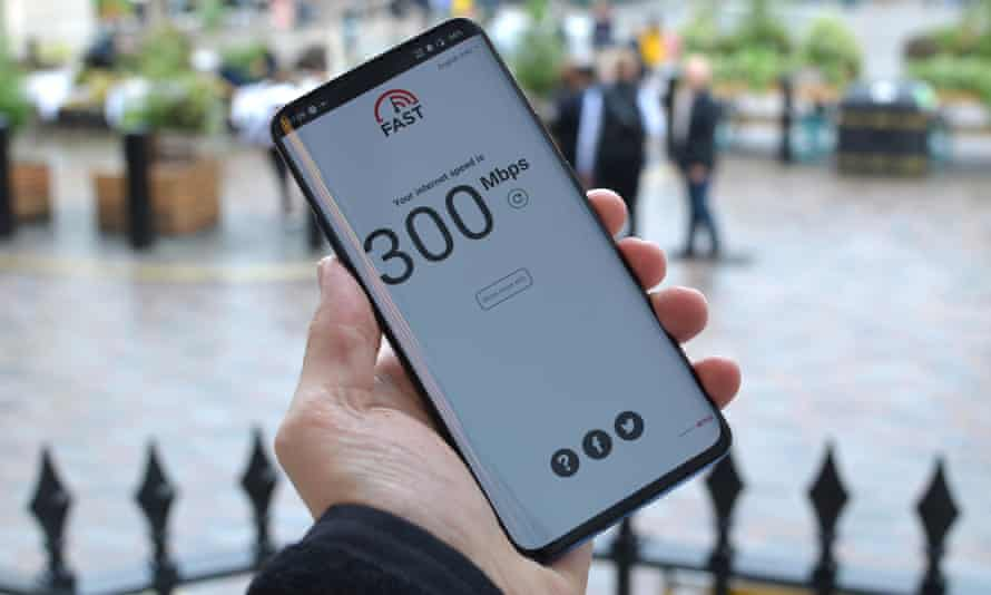 Speed test on EE's new 5G network in Covent Garden