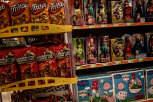 Brightly coloured bags of crisps are displayed next to toys marketed for children in a US store in Oaxaca