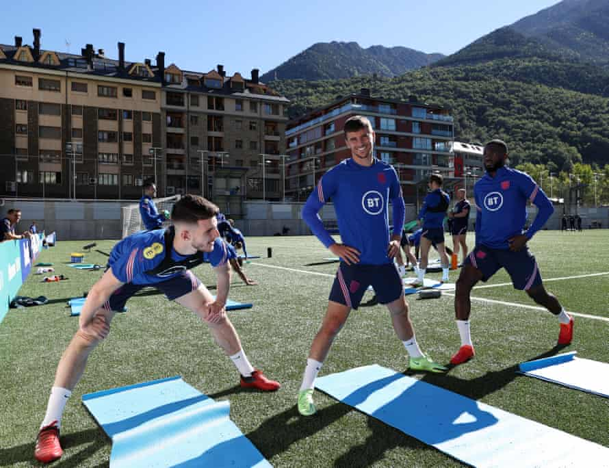 Declan Rice, Mason Mount and Fikayo Tomori stretch during an England training session at the Estadi Nacional before the fire broke out.