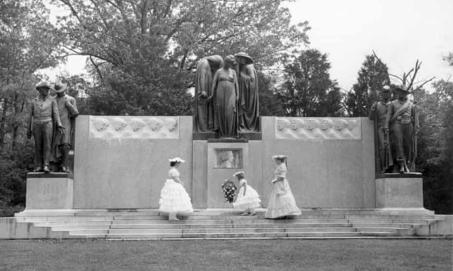 Mrs Lonnie Holley, her daughter Janalee and Mrs Benjamin T Whitfield place a wreath in 1957 at a Mississippi monument honouring the Confederate dead.
