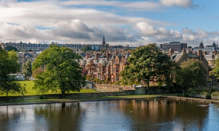 view over Inverleith Pond on Park Terrace