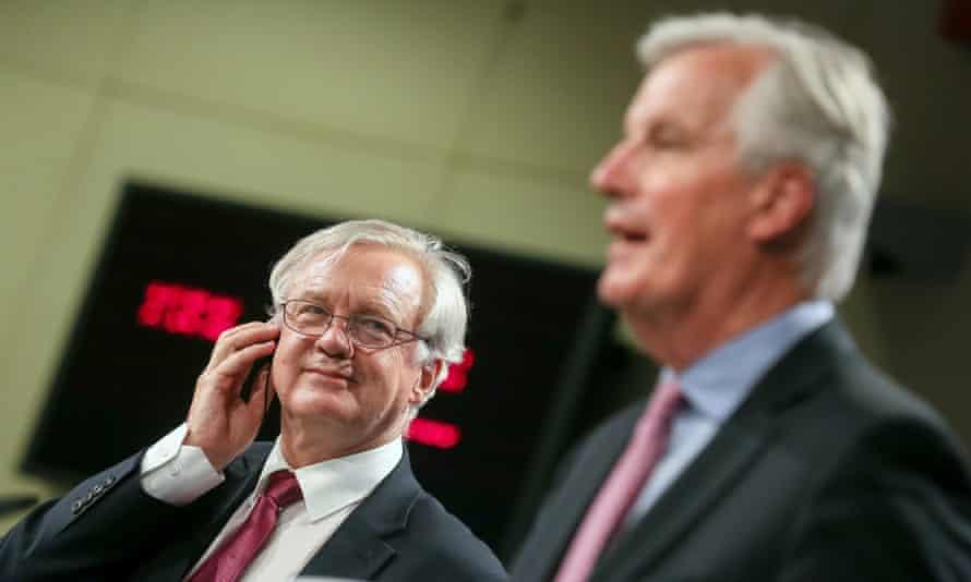 Brexit secretary David Davis (L) and Michel Barnier, the EU's chief negotiator, in Brussels on 19 June 2017