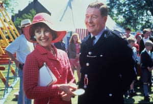 Una Stubbs as Anthea Cowley with Russell Dixon as Hector Cowley in Heartbeat.