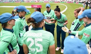Team talk: Marizanne Kapp of Oval Invincibles Women interacts with their team mates