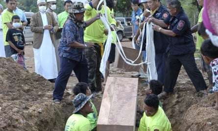 Burying victims found in mass grave in Thai jungle