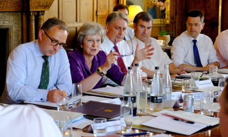Theresa May commences a meeting with her cabinet at Chequers to discuss Brexit.
