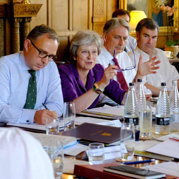 Theresa May discusses Brexit with her cabinet at Chequers