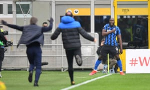 Lukaku celebrates his goal and Inter's third.