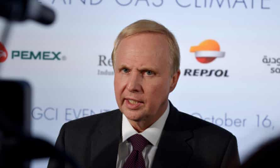 Bob Dudley at a press conference