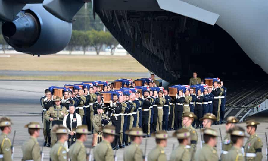 Australian Defence Force personnel carrying the coffins of aservicemen and their families who had been buried in Malaysia and Singapore.