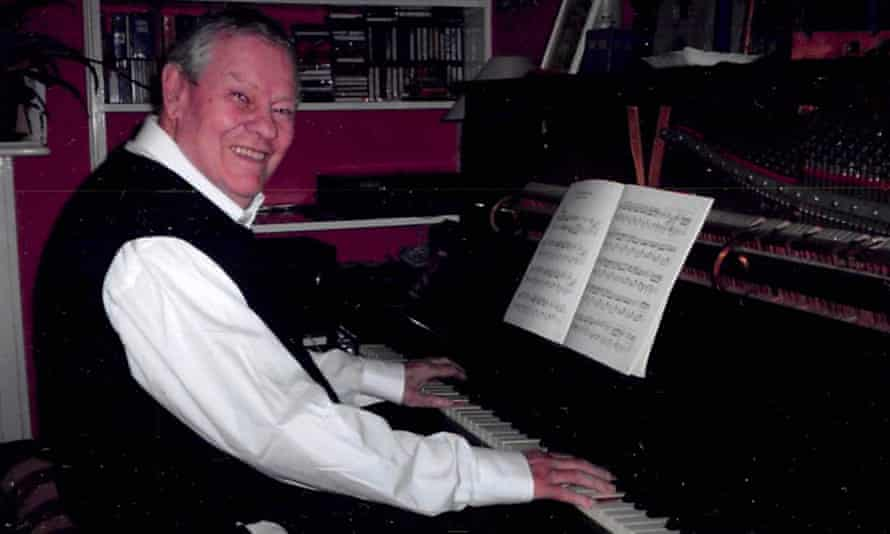 Anthony Hoskyns in 2005 at his Steinway piano