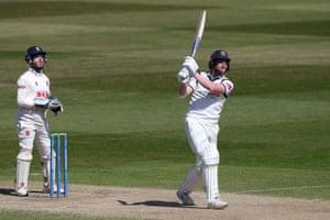 Rob Yates hits 6 runs for Warwickshire