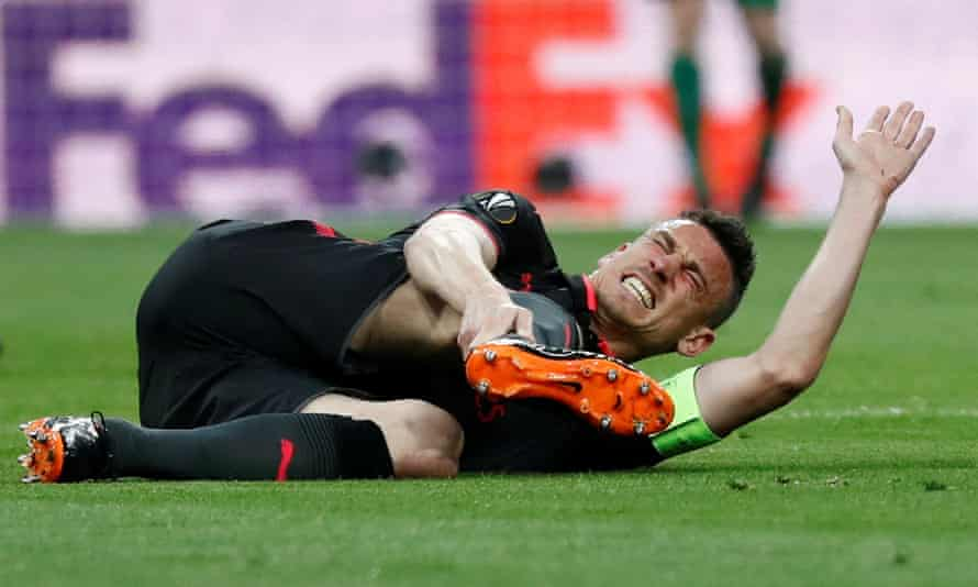 Laurent Koscielny suffers his achilles injury at Atlético Madrid last May.