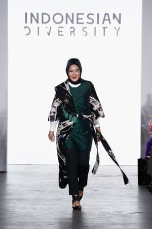 Dian Pelangi Lanjutkan Pesona Busana Muslim di Pekan Fesyen New York 2017