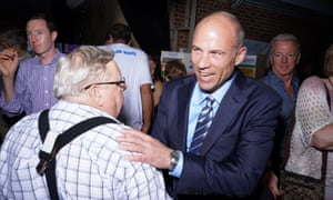 Michael Avenatti last week with supporters after speaking at the Iowa Democratic Wing Ding, a fundraiser that attracts presidential hopefuls.