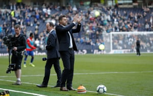 Pochettino applauds the crowd at half-time