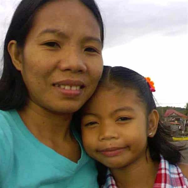 Edelyn Eborda Astudillo with her daughter Crislyn