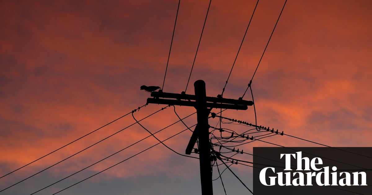 Victoria heat blackouts spark blame debate as 7,000 properties without power