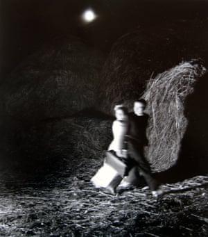 Robert Doisneau La fuite des mariés, 1951