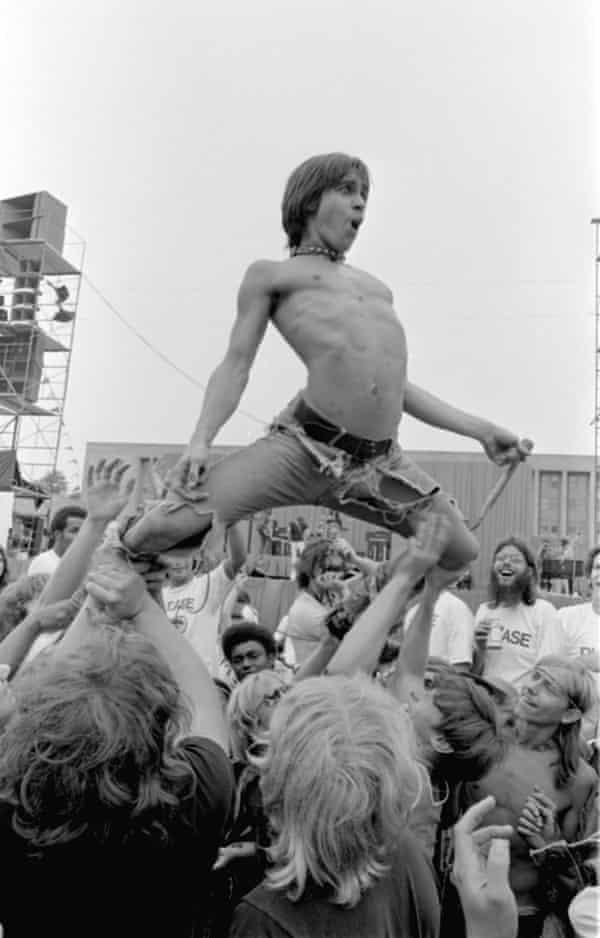 Serpentine beauty … Iggy Pop in Chicago in 1970.