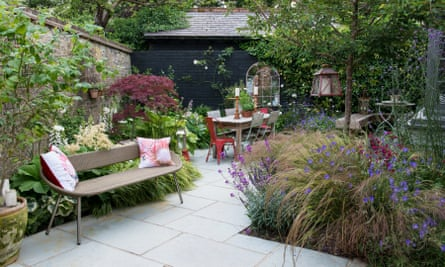 A garden with lots of angles designed by Nic Howard.