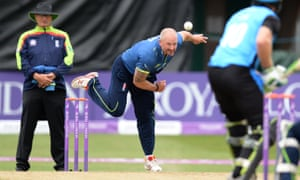 Stevens bowls during the 2018 One-Day Cup semi-final against Worcestershire Rapids.