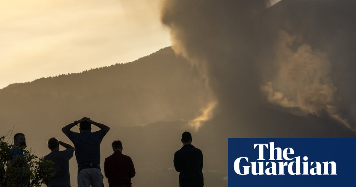 More towns evacuated as volcanic eruptions on La Palma intensify