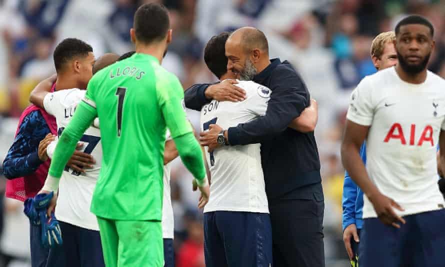 Nuno Espírito Santo congratulates Tottenham's matchwinner Son Heung-min after the victory against Manchester City.