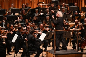 Simon Rattle conducting the LSO at the Barbican, 2019.