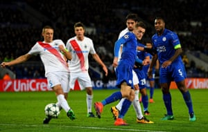 Jamie Vardy flicks the ball in but the goal is ruled out.