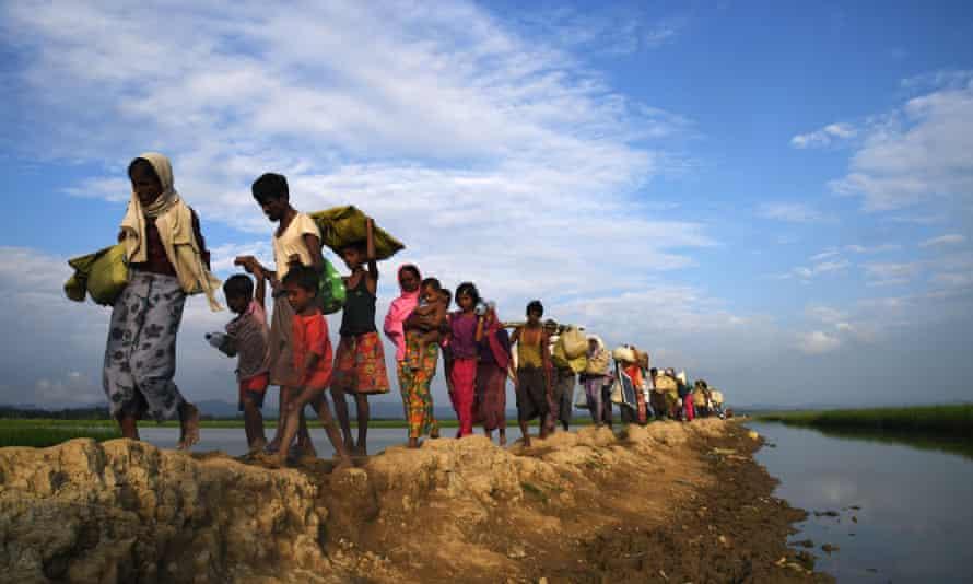 Rohingya Muslim refugees who were stranded after leaving Myanmar walk towards the Balukhali refugee camp