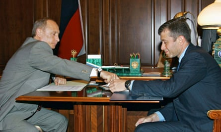 Russian President Vladimir Putin (L) meets with Chukotka region governor Roman Abramovich in the Moscow Kremlin, in this May 27, 2005 file photo.