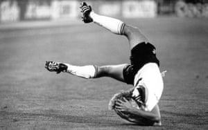 Jürgen Klinsmann dives in the Italia 90 final.