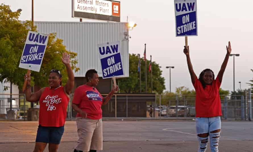 Members of the United Autoworkers (UAW) picket outside the General Motors (GM) plant in Arlington, Texas, USA, on 17 September 2019. The 40-day strike won improved wages and benefits for the workers.