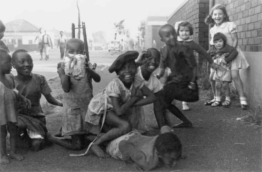 David Goldblatt's image Children on the Border between Fietas and Mayfair, Johannesburg, c1949