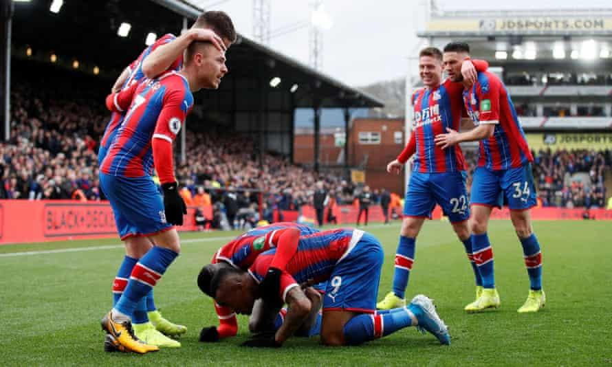 Crystal Palace celebrate the equaliser against Arsenal scored by Jordan Ayew (No 9).