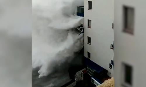Giant waves in Tenerife destroy seafront balconies – video
