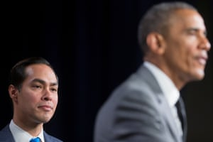 Julián Castro with Barack Obama at the Department of Housing and Urban Development in Washington DC, 31 July 2014.