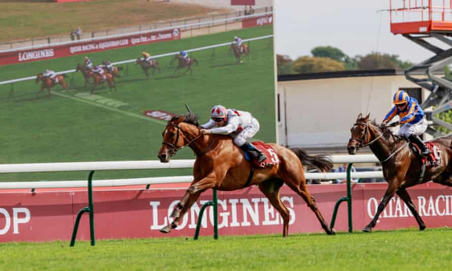 Teona styorms to victory in he Prix Vermeille at Longchamp after Frankie Dettori strangely failed up increase Snowfall's pace at an earlier stage of the Arc trial.