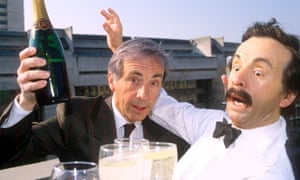 Andrew Sachs with a waxwork of Manuel in 1990