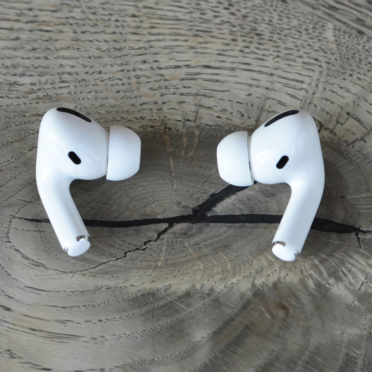 airpods pro wearing vs airpods