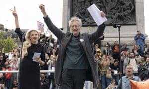 Piers Corbyn addressing a crowd in Trafalgar Square.