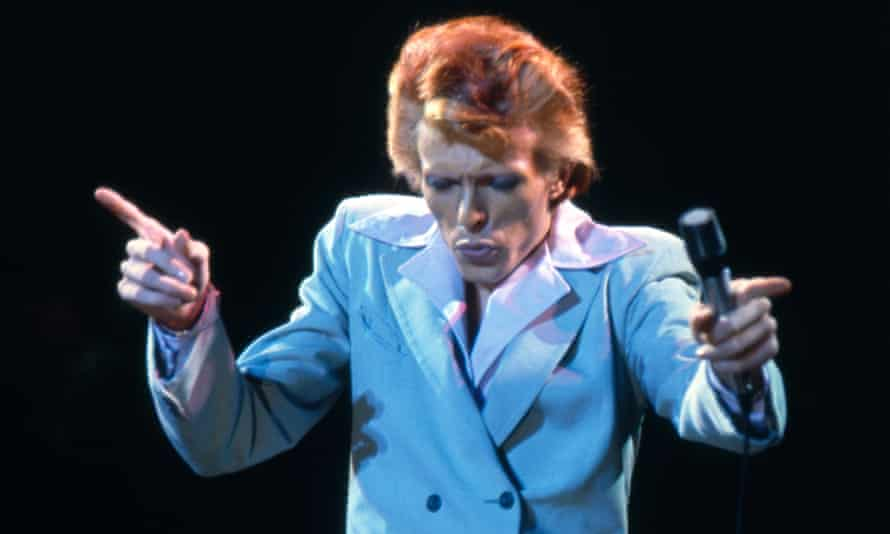 British rock star David Bowie on stage at the Universal Amphitheatre, Los Angeles in October 1974 during his Diamond Dogs tour. (Photo by Terry O'Neill/Getty Images)