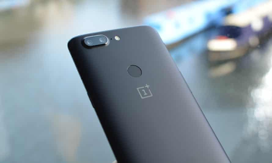 The rear dual camera has also been altered, ditching the telephoto setup that provided a 2x optical zoom for two cameras both using the same fast f1.7 lenses for better low-light performance.