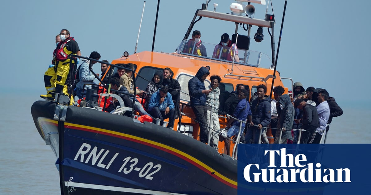 UK to pay £55m to French border patrols in migrant clampdown
