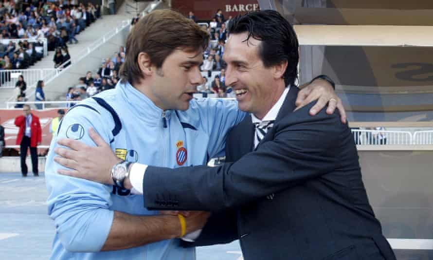 Mauricio Pochettino, then manager of Espanyol, greets Unai Emery of Valencia before a La Liga match in 2009. They meet as Spurs and Arsenal managers for the first time on Sunday.